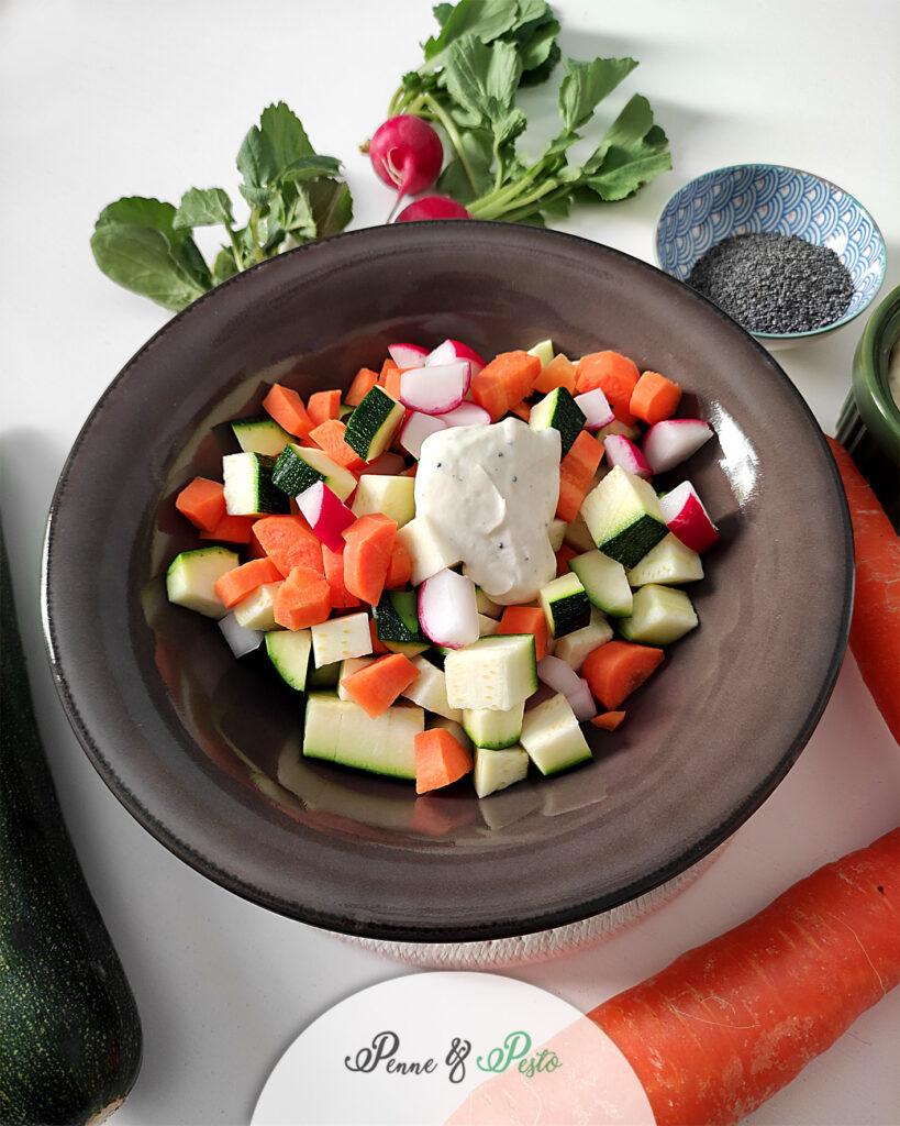 Macedonia di verdure con salsa allo yogurt  greco
